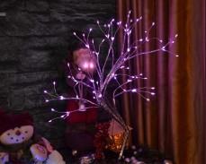 Светещо дърво сребърни клони и 108 РОЗОВИ LED на батерии и USB 50cm