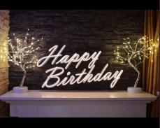 "Светещ неонов надпис ""HAPPY BIRTHDAY"" под наем"